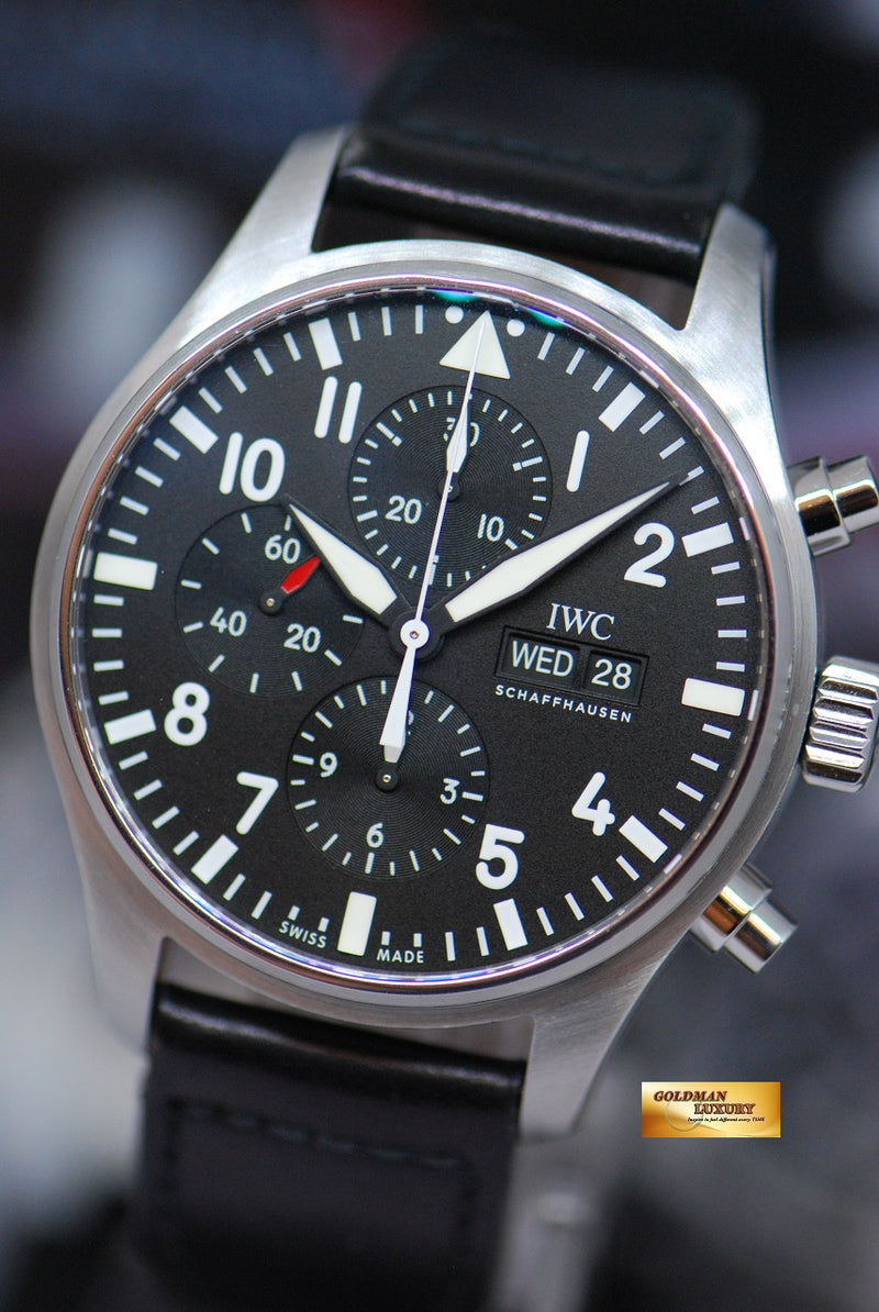products/GML1924_-_IWC_Pilot_42mm_Day-Date_Chronograph_Black_IW3777_-_2.JPG