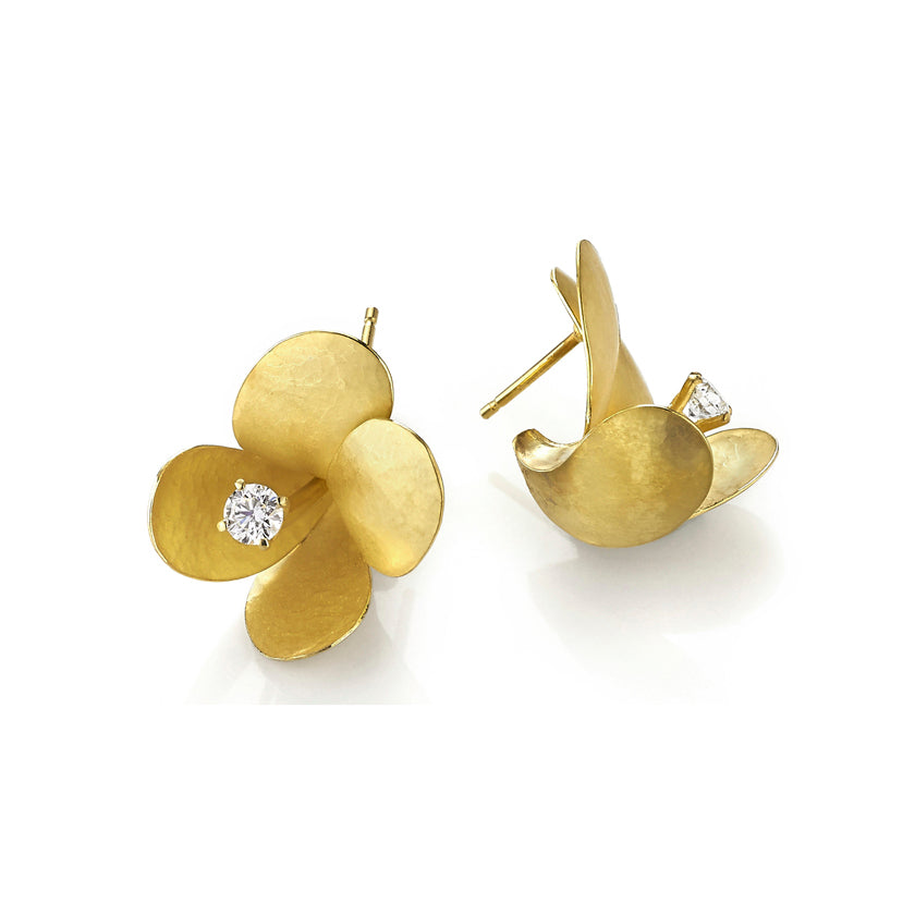 Freesia earrings in 18K gold with diamonds