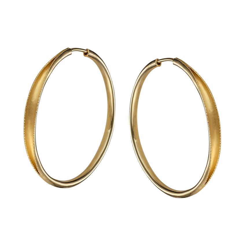 Hand forged hoop earring in 18K yellow gold