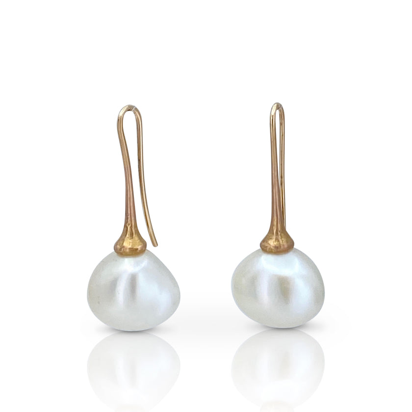 Dew drop earrings in 18K rose gold with freshwater pearls