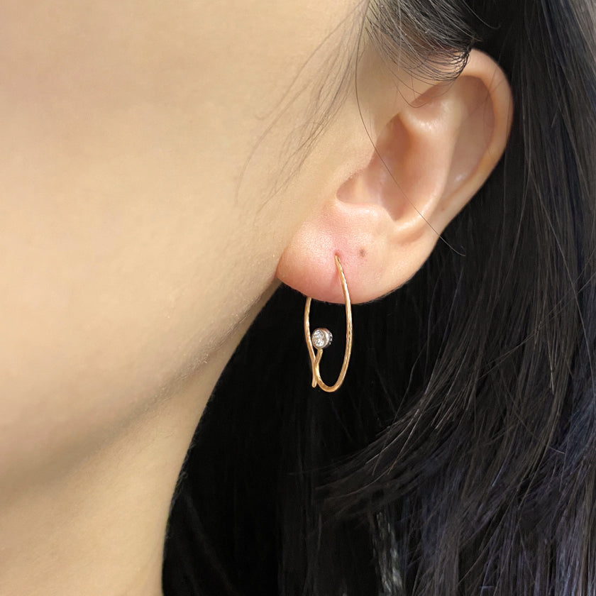 Baby Iris earrings in 18K gold