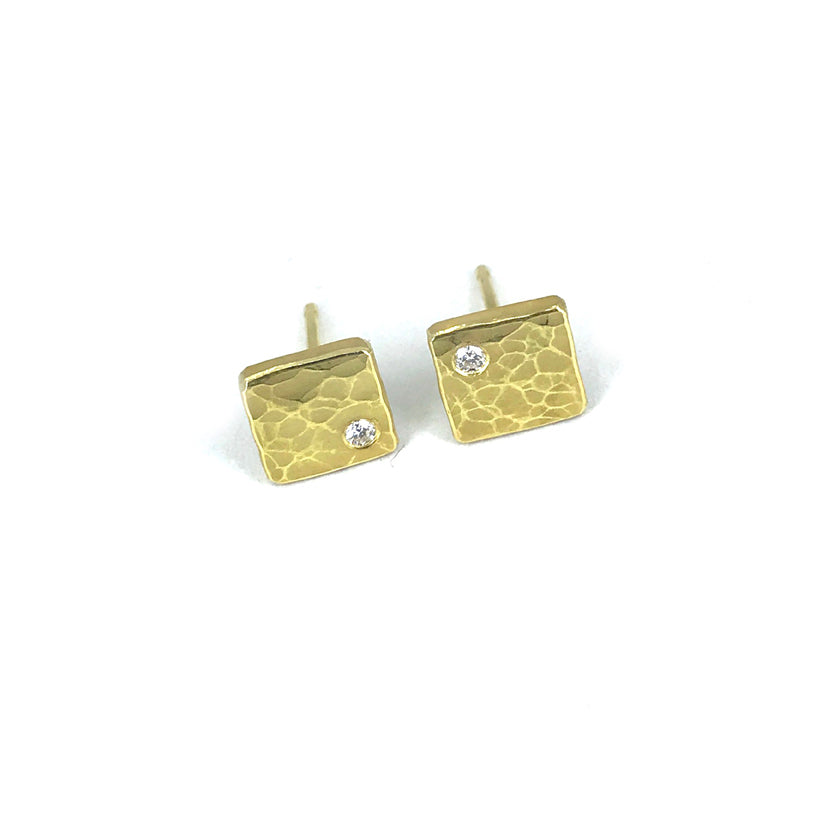 Square forged studs in 18K gold with diamonds