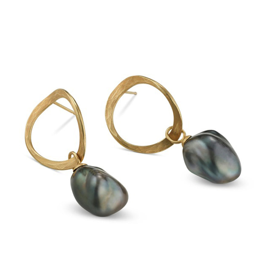 "Open ""V"" hoops in 18K yellow gold with Tahitian Pearls"