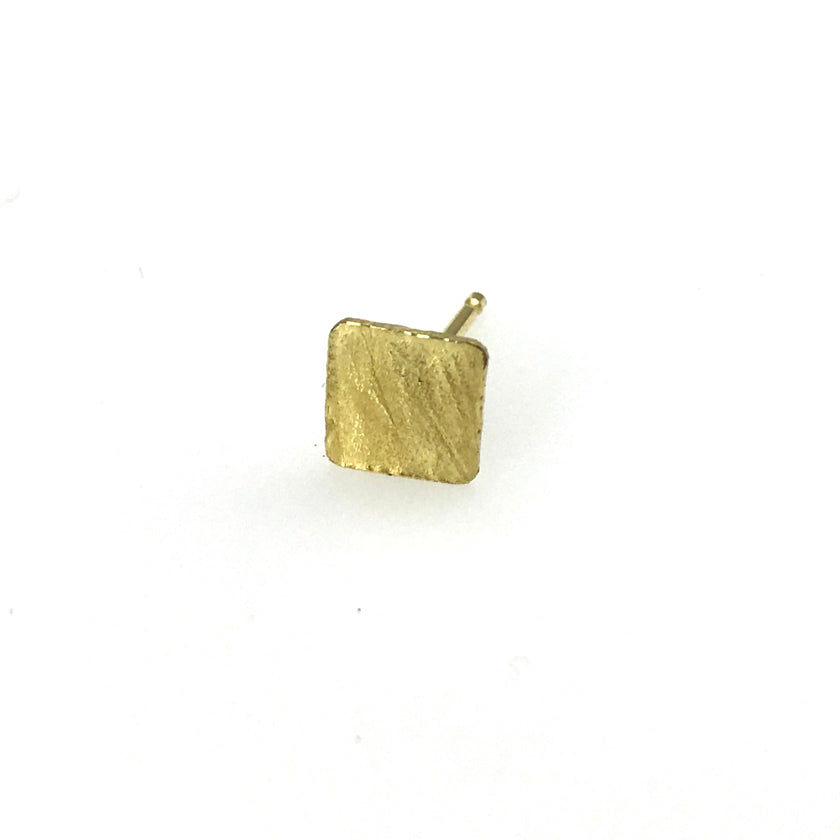 Mix-and-Match Wafer studs in 18K gold