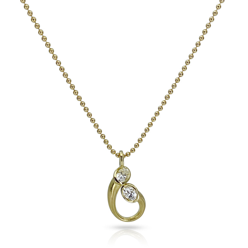 Tear drop pendant in gold with oval diamonds