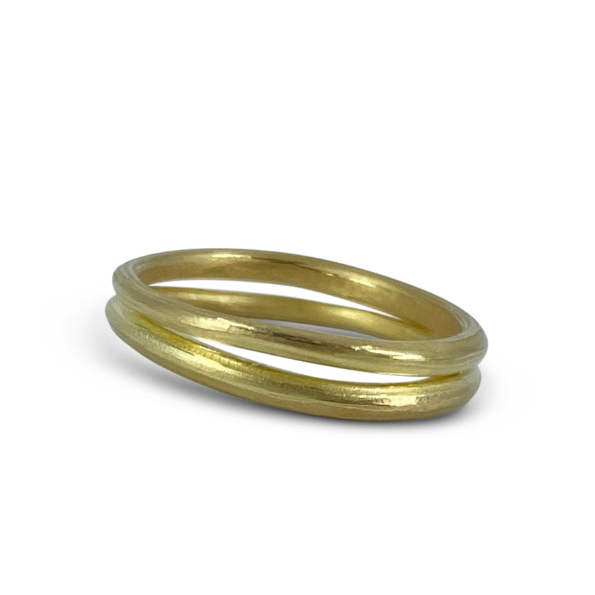 Double wave band in 18K gold or platinum