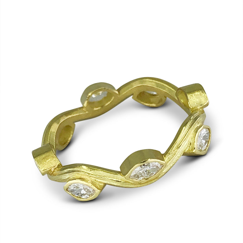 Serpentine Ring in 18K gold with marquis diamonds