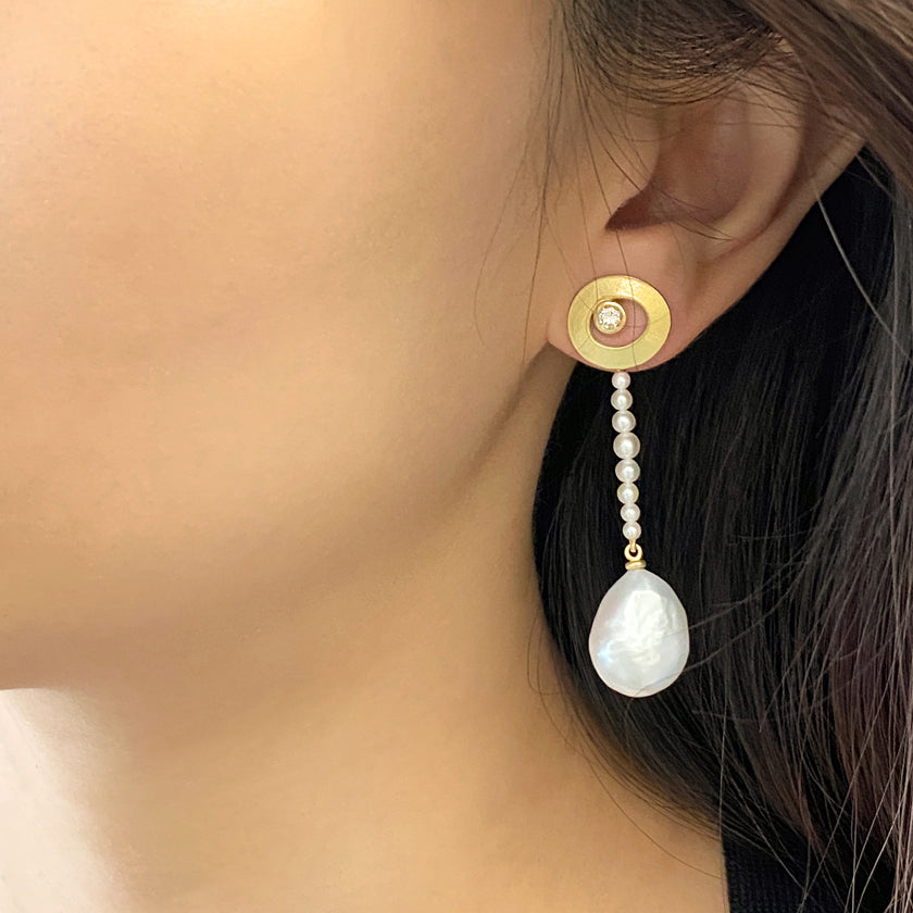 Asymmetric baroque pearl, diamond and 18K yellow gold earrings