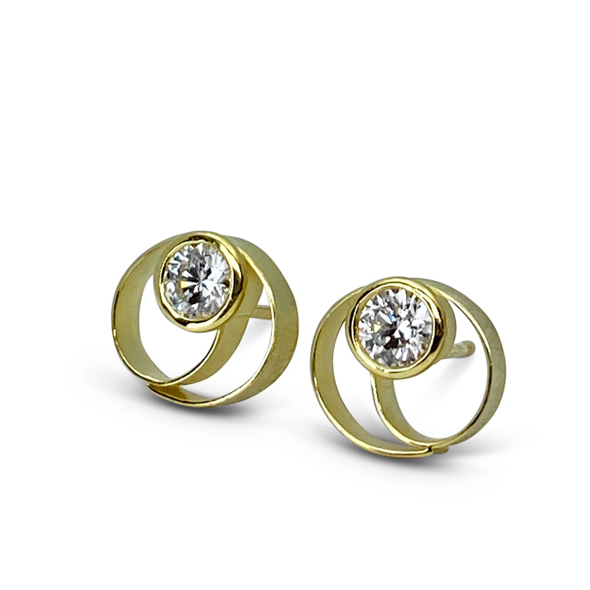 Coil button earrings (Large) in 18K yellow gold with diamonds