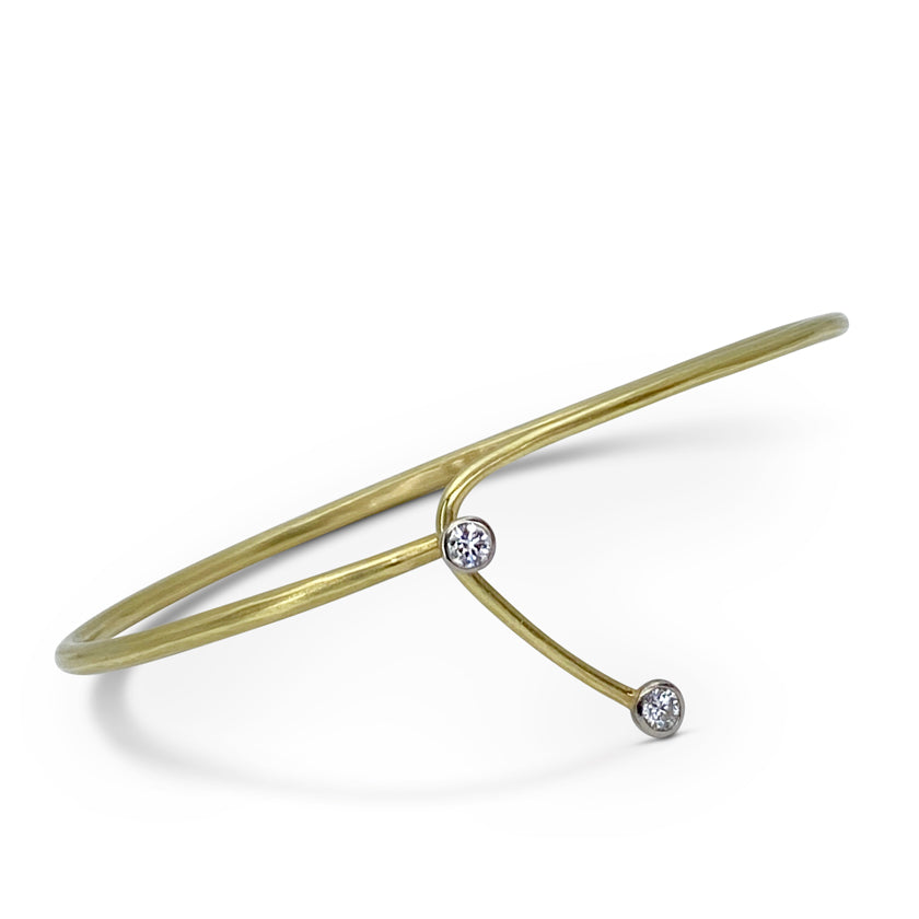 Lasso cuff in 18K gold with 2 diamonds