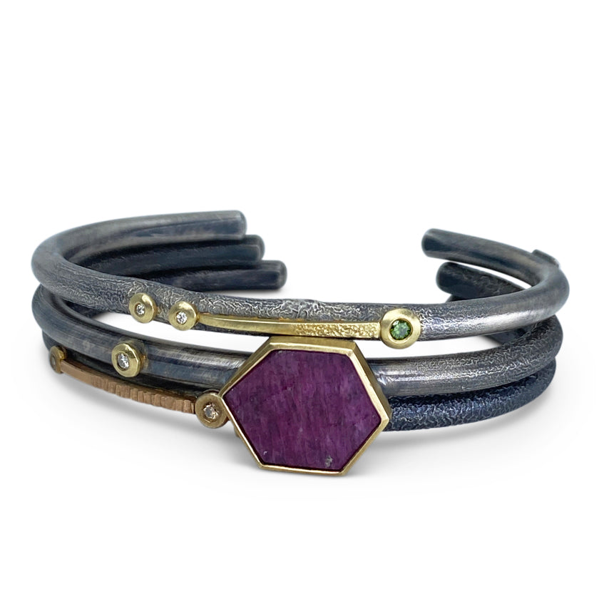 """Rest position"" cuff bracelet, 18K yellow gold, ruby slice and diamond"