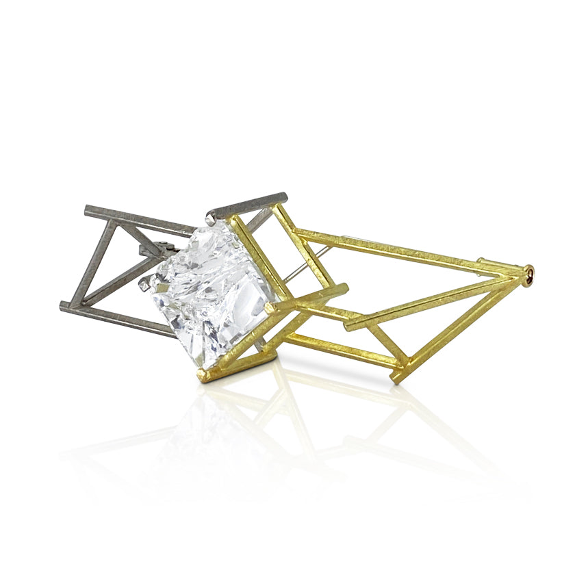 """Past-present-future"" brooch 18K gold, quartz"