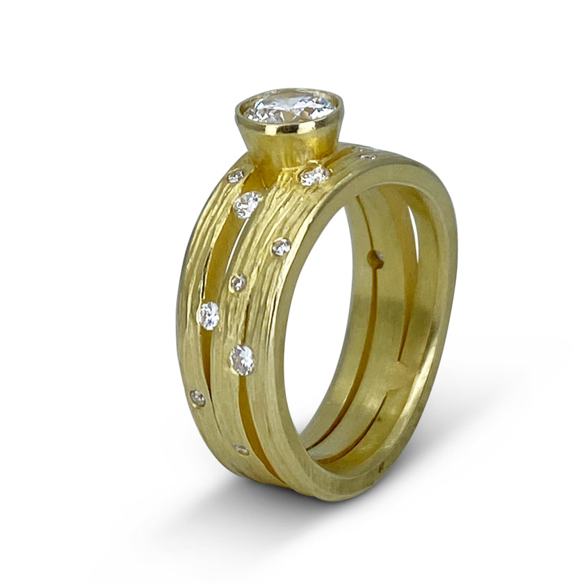 Triple Wave Band in Gold with Diamonds and center mounting