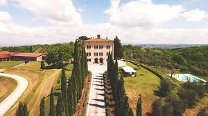 italy2u Fattoria del Cerro is located in a strategic position: it's close to art cities such as Florence and Siena; it is close to small medieval villages such as Montepulciano and Pienza and it's also close to thermal sites such as Chianciano Terme.​