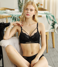 將圖片載入圖庫檢視器 Black Swan Lace and Tulle Underwired Bra