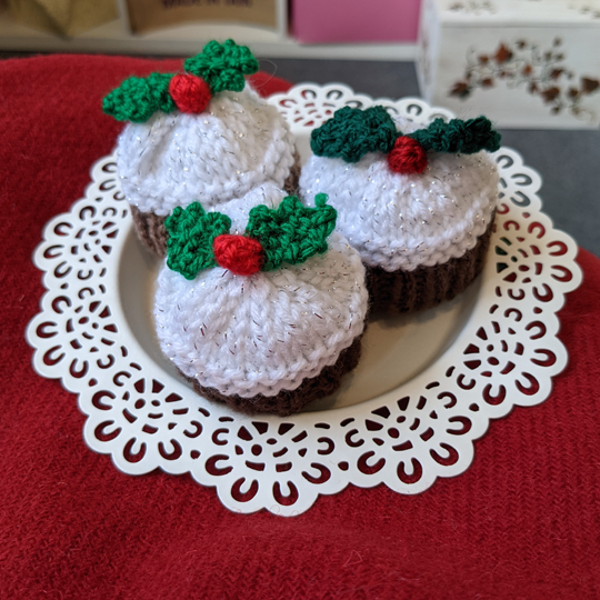 Knitted Christmas Cakes - Made In Tain
