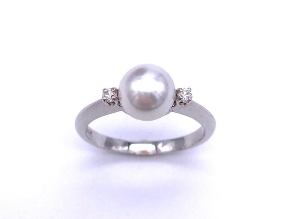 White Pearl and Diamond Ring C333PR621