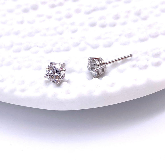 .90 Carat Total Weight Diamond Studs