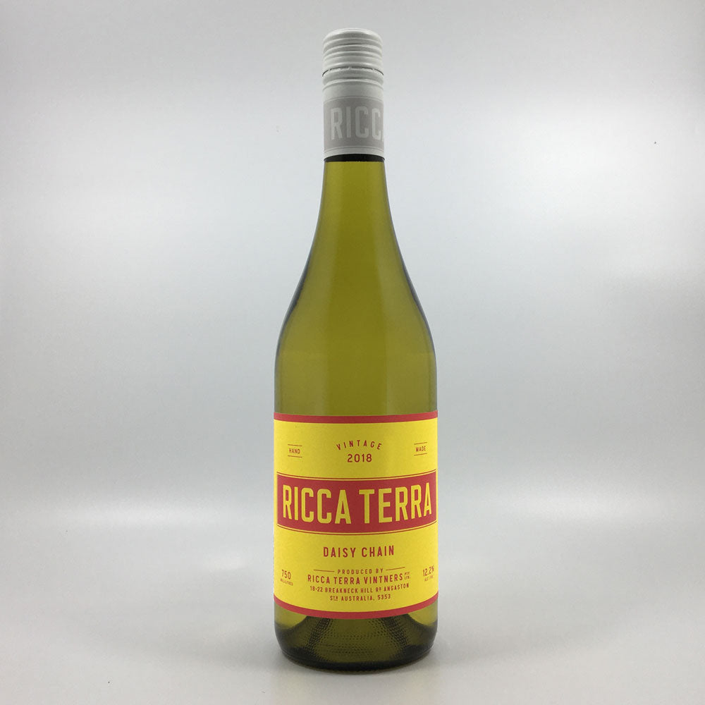 bottle of ricca terra daisy chain muscat blanc white wine from 2018 vintage