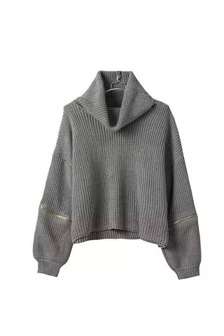 Short Turtle Neck Sweater in Gray