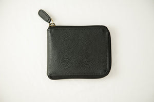 Closed zipper wallet black