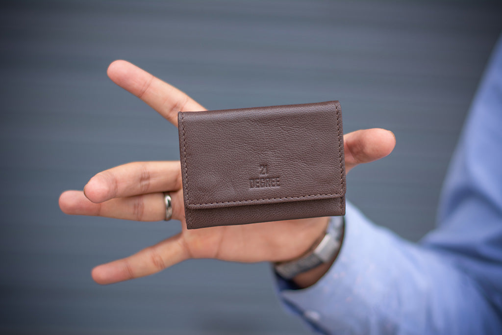 Brown card holder for men and women