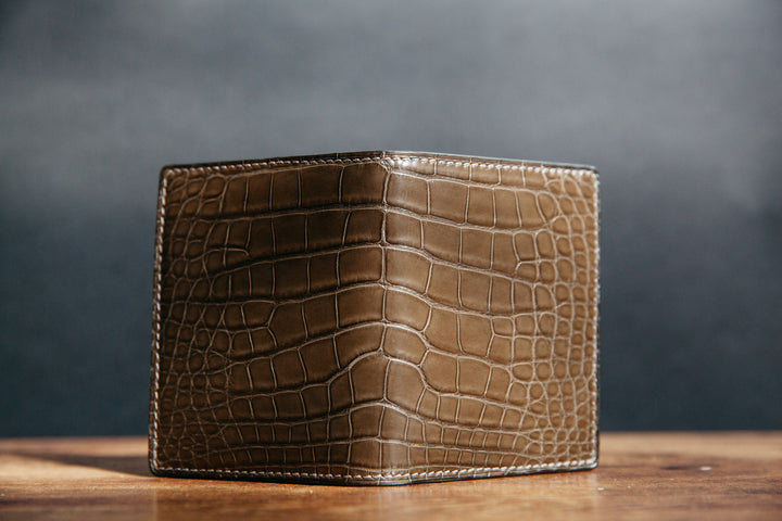 Loyal Bespoke: Signature Vertical Card Wallet in Graphite Alligator