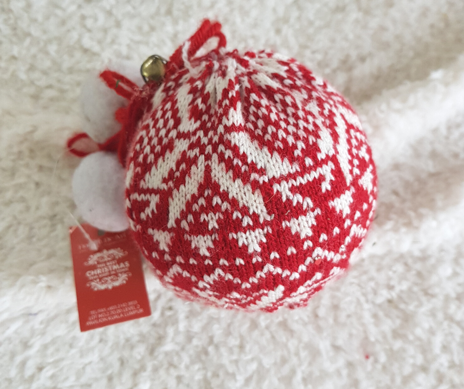 "9"" White Red Knitted Ball"
