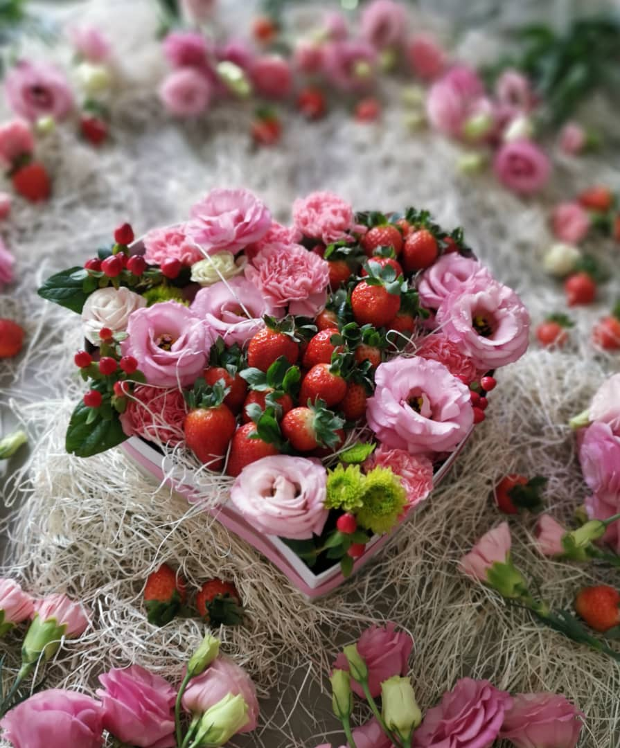 Strawberry LoveBox For Mother - Pink Carnation