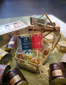 Premium Whittard of Chelsea Tea Selection & Castania Nuts - Royal Gift Collection