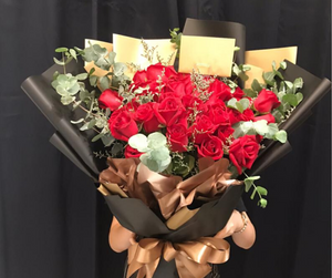 Red Roses Bouquet | Giant Hand Bouquet