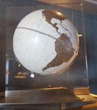Load image into Gallery viewer, Aria desk globe