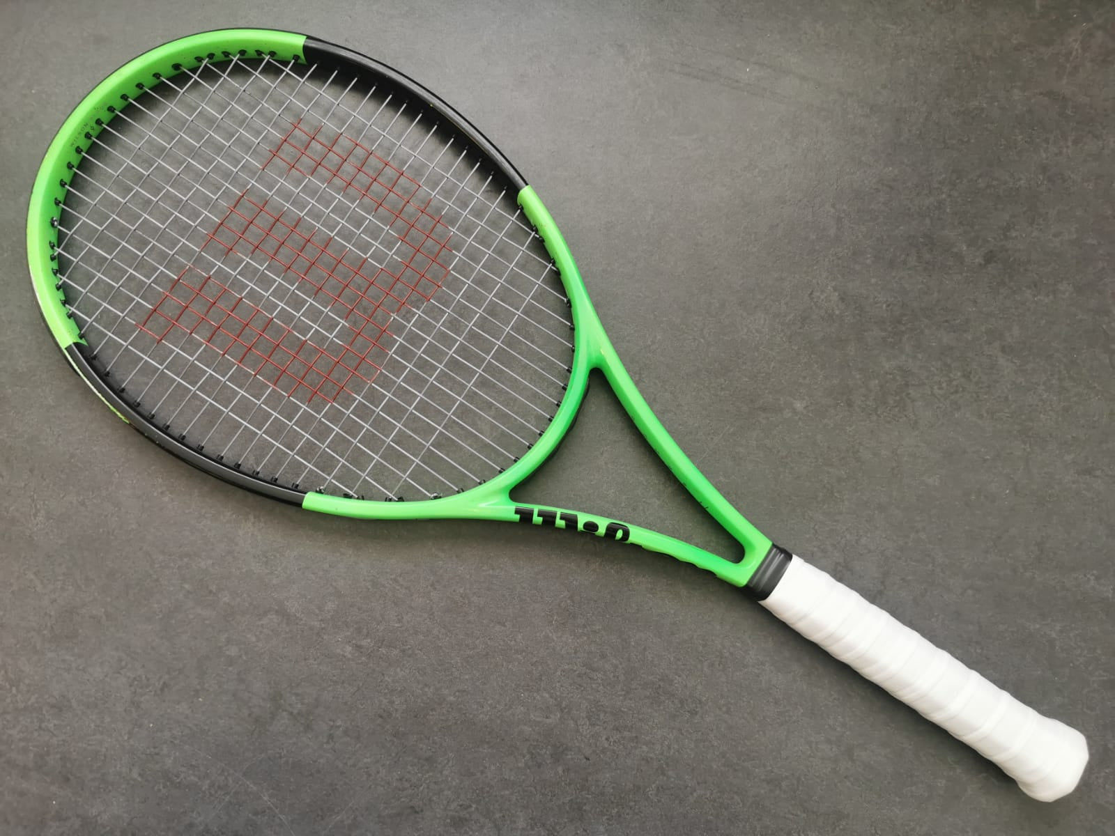 Wilson H22 Blade 98 Reversed Countervail (18x20)