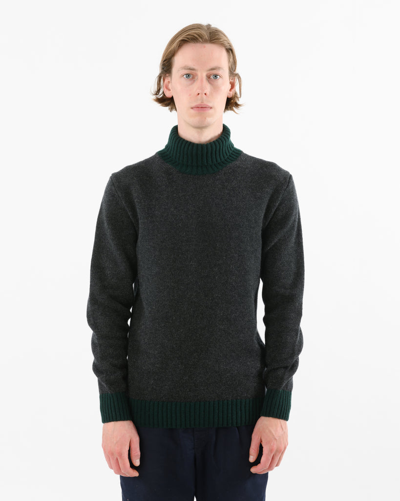 Turtle Contrast Lambswool • Charcoal