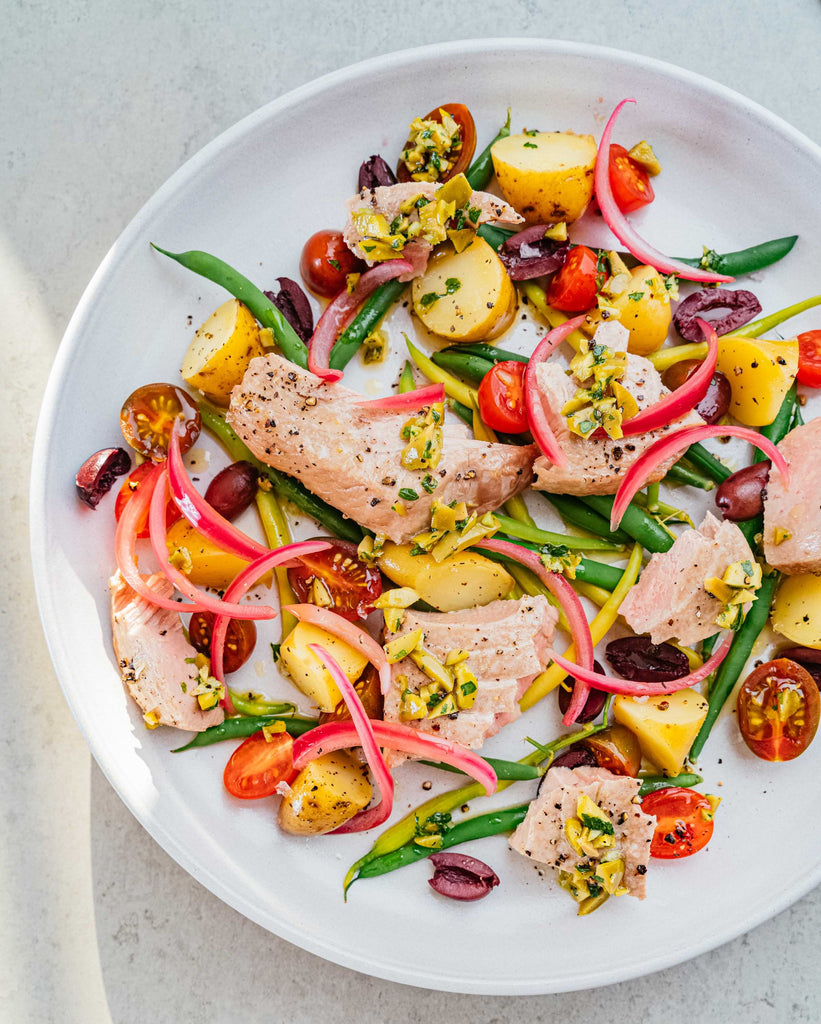 SALADE NICOISE WITH BROILED TUNA