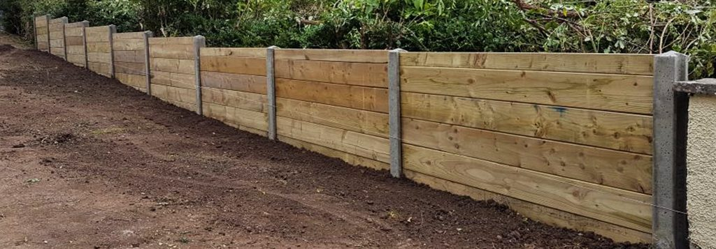 Dung board contemporary fence