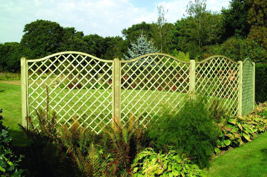 Omega Lattice Panel is part of the Somerlap trellis range