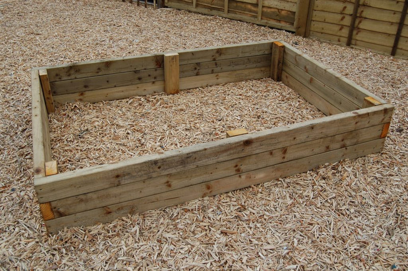 Country Range Raised Planter