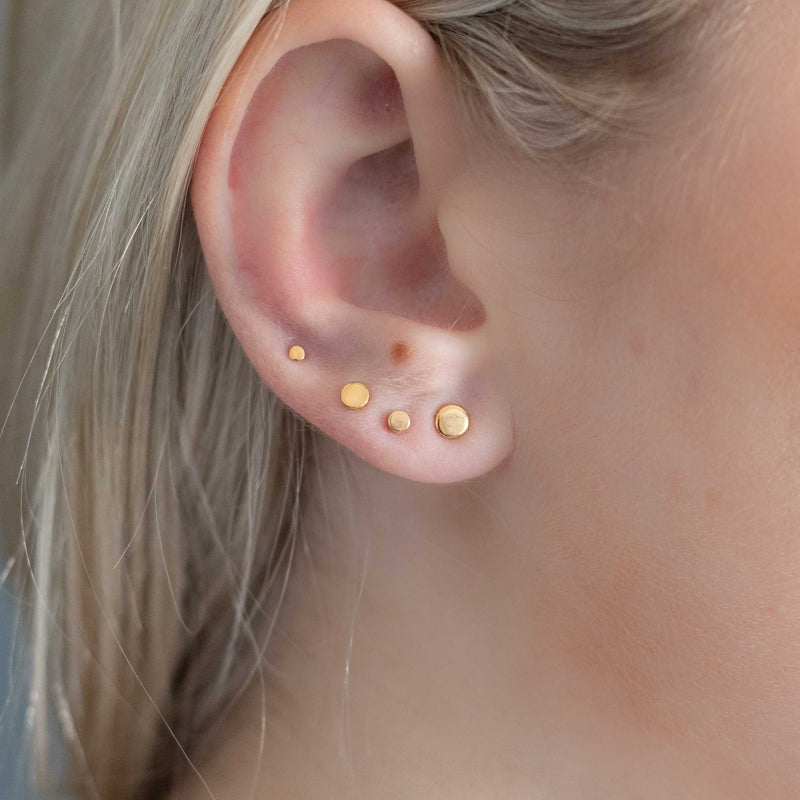 Graduated Dot Stud Set In Gold
