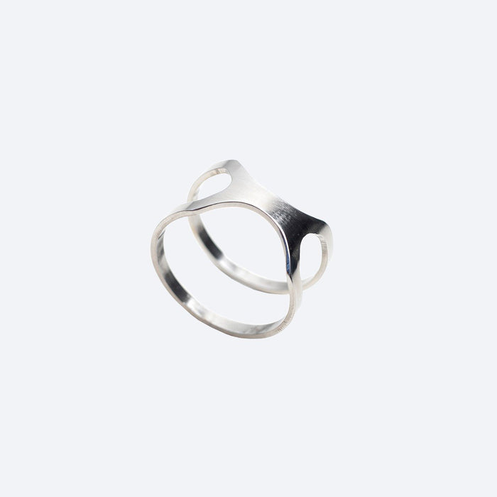 Versus Ring by Lentsius Design