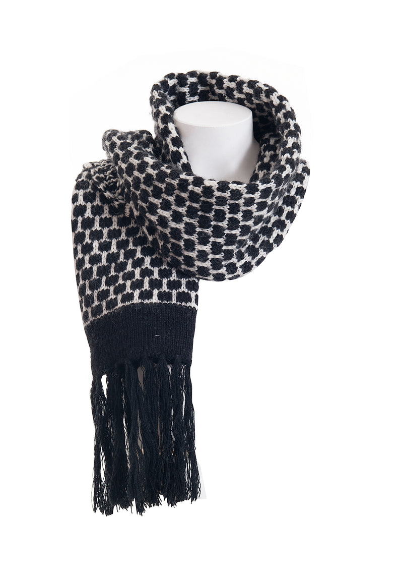 Scarf regular size with black and white geometric pattern