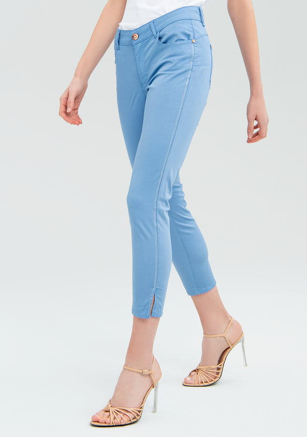 Tight cropped trousers