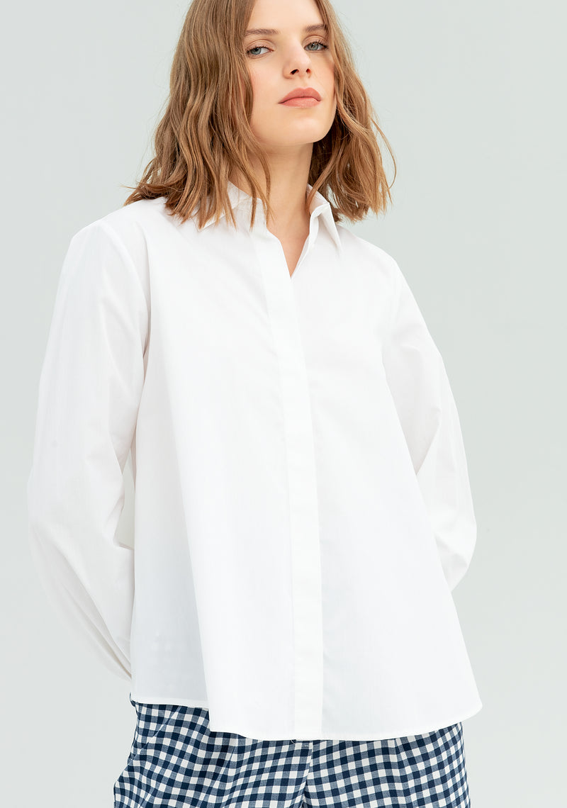 Blouse with tear on the back