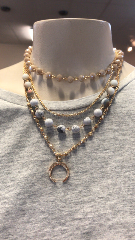 MULTI-LAYER CRESCENT MOON CHARM NECKLACE