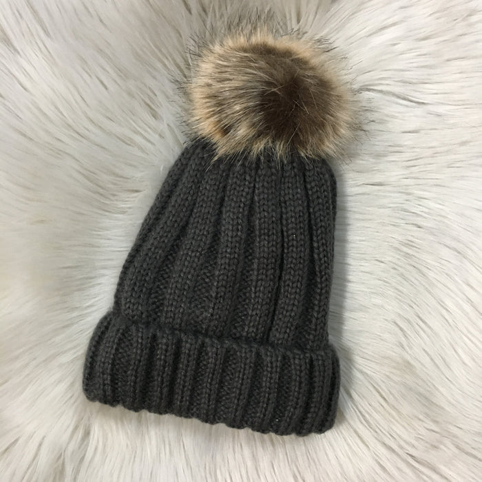 RIBBED BEANIE WITH FAUX FUR