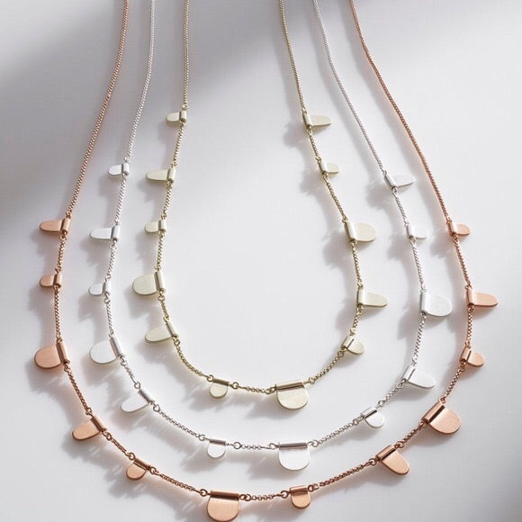 KENDRA SCOTT: OLIVE NECKLACE