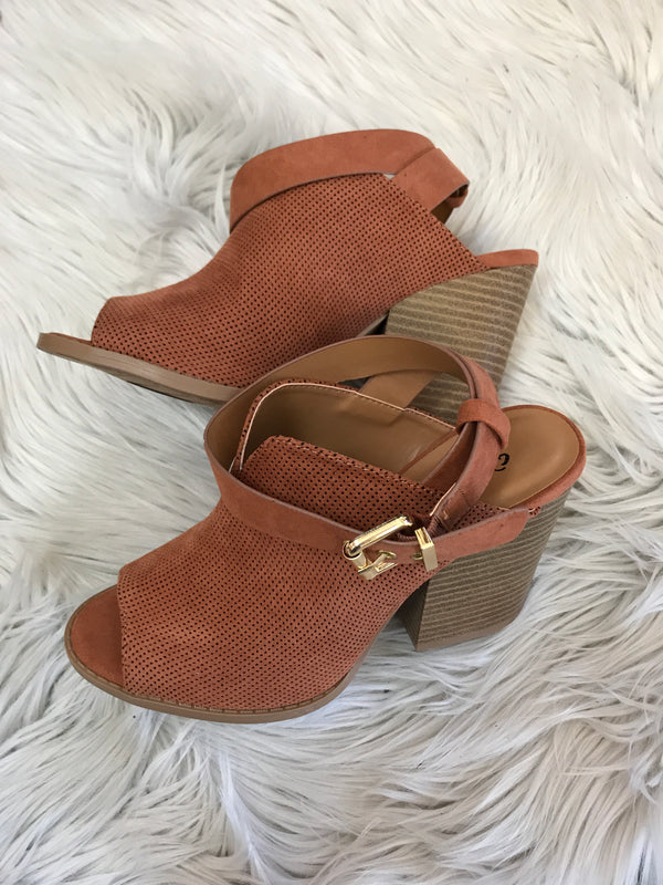 MAKE MY DAY BARNES ANKLE STRAP HEEL- HAZEL