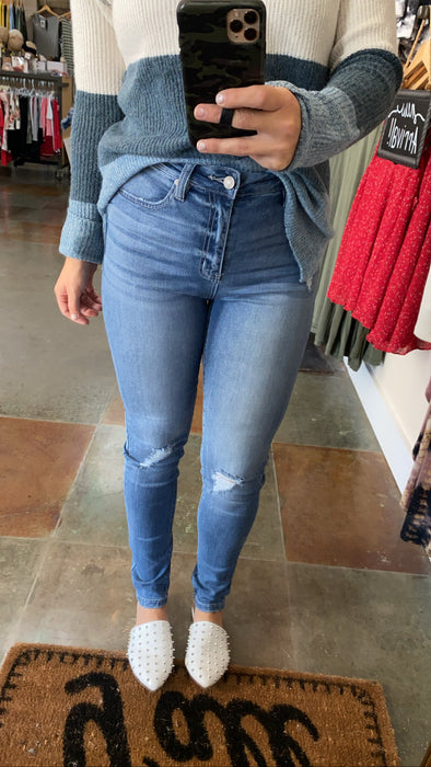 COMING UP ACES CURVY FIT JEANS