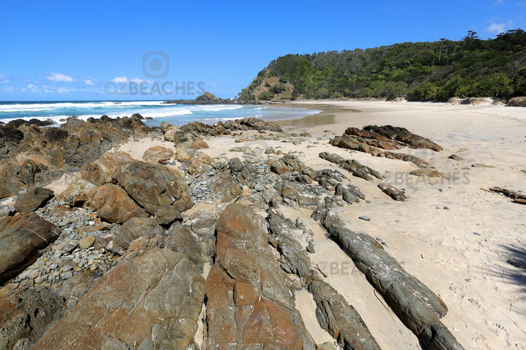 Amazing rocky shorelines can be found at Kings Beach at Broken Head in NSW