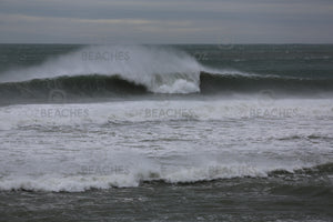 Photograph of a perfect wave breaking at Sandon Point in Wollongong NSW.